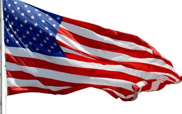 Американский флаг развевается