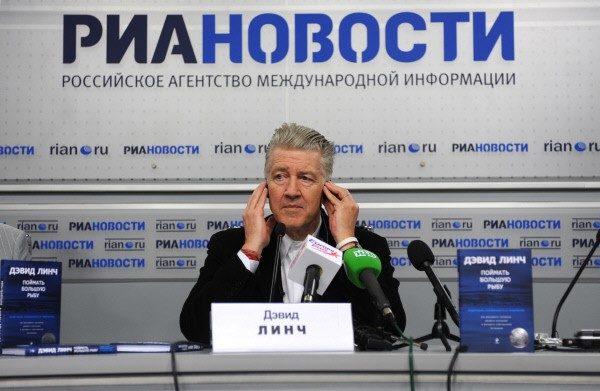 Линч на пресс-конференции